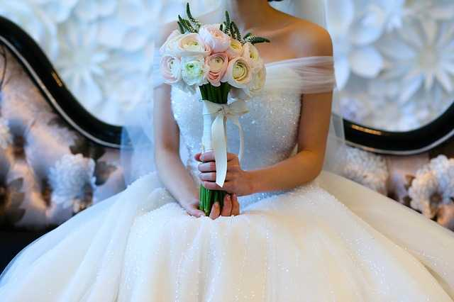 Bridal in white dress with rose